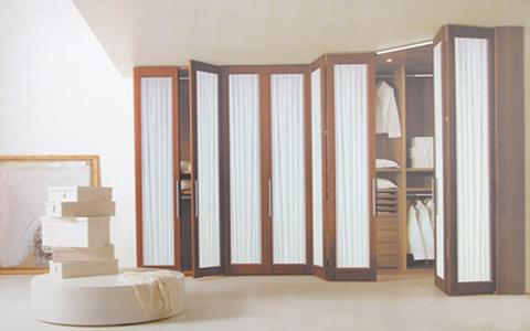 Armarios empotrados con puertas plegables for Puertas plegables interior